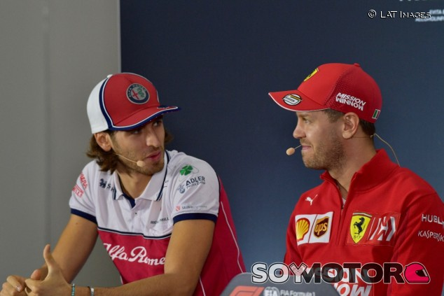 Antonio Giovinazzi y Sebastian Vettel en una imagen de archivo - SoyMotor.com