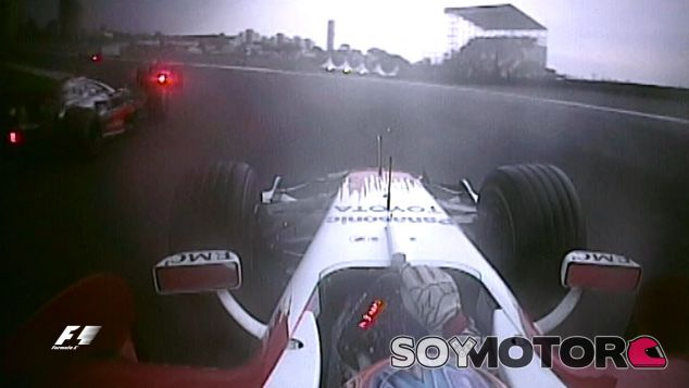 Este fue el momento del adelantamiento de Hamilton por el interior - SoyMotor