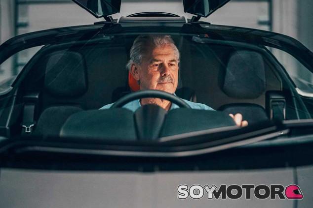 Gordon Murray en el GMA T.50 - SoyMotor.com