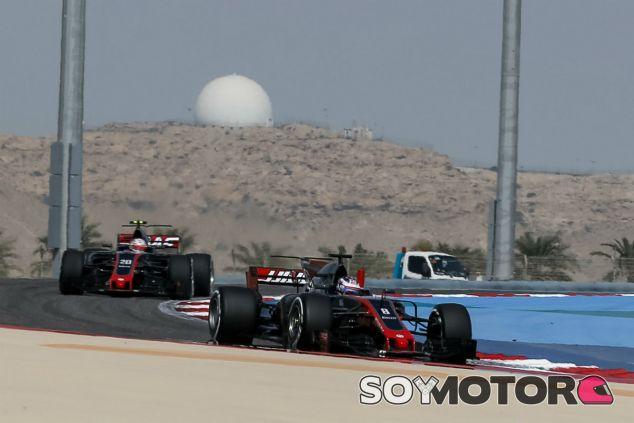 Grosjean y Magnussen durante un GP esta temporada - SoyMotor.com