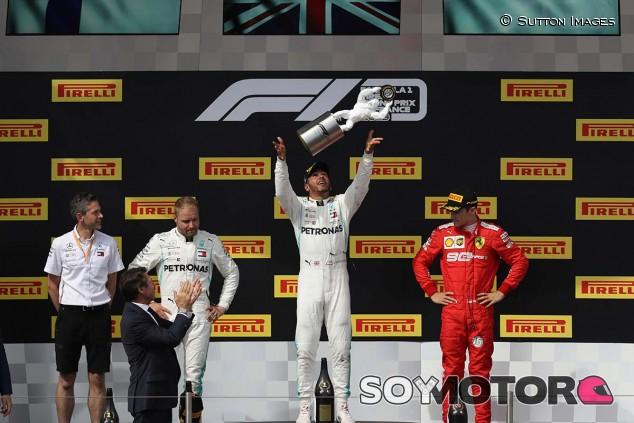 Lewis Hamilton en lo más alto del podio del GP de Francia F1 2019 - SoyMotor