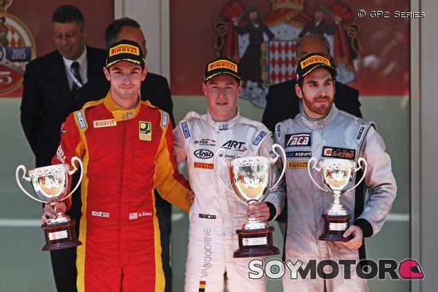 Alexander Rossi, Stoffel Vandoorne y Sergio Canamasas en el podio de Mónaco - LaF1