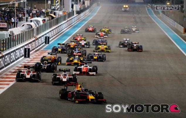 Salida de la GP2 en el GP de Abu Dabi - SoyMotor