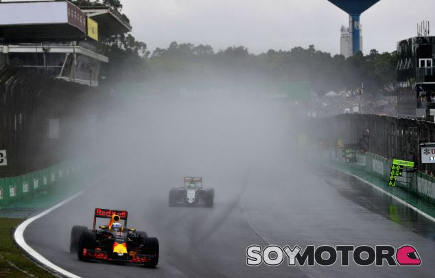 Ricciardo tras finalizar la recta de meta en Interlagos - LaF1