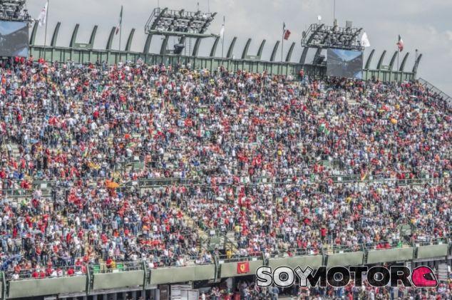 Las gradas del Hermanos Rodríguez estuvieron abarrotadas de aficionados durante la carrera - LaF1