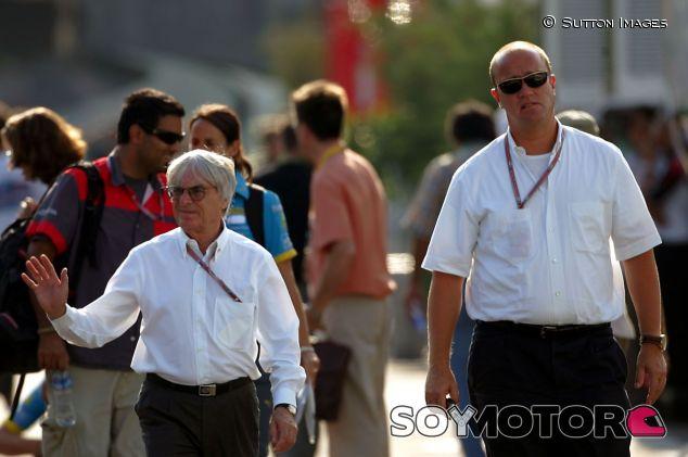 Gerhard Gribkowsky (der.) junto a Bernie Ecclestone (izq.) – SoyMotor.com