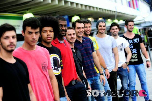 Los 'grid boys' de Brasil, preparados para debutar en Interlagos - LaF1