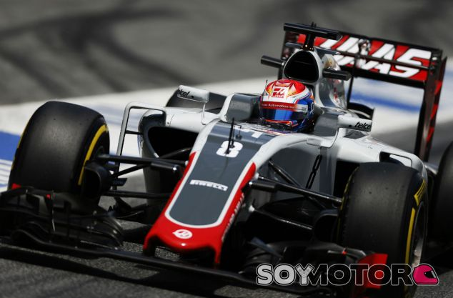 Grosjean durante el GP de España - SoyMotor