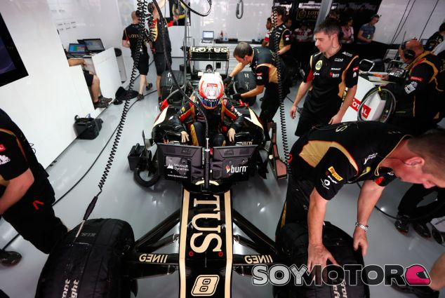 Romain Grosjean en el box de la India - LaF1