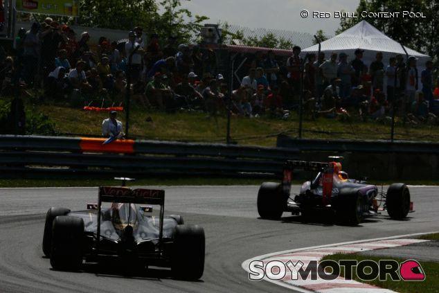 Romain Grosjean persiguiendo a Daniil Kvyat en Canadá - LaF1