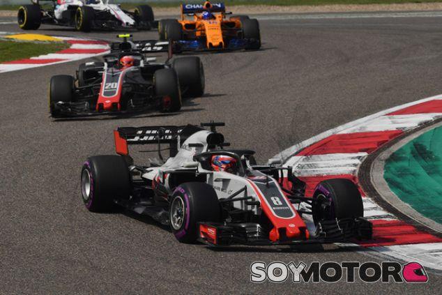 Romain Grosjean y Kevin Magnussen en Shanghái - SoyMotor.com