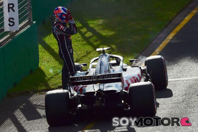 Romain Grosjean al abandonar en Albert Park – SoyMotor.com