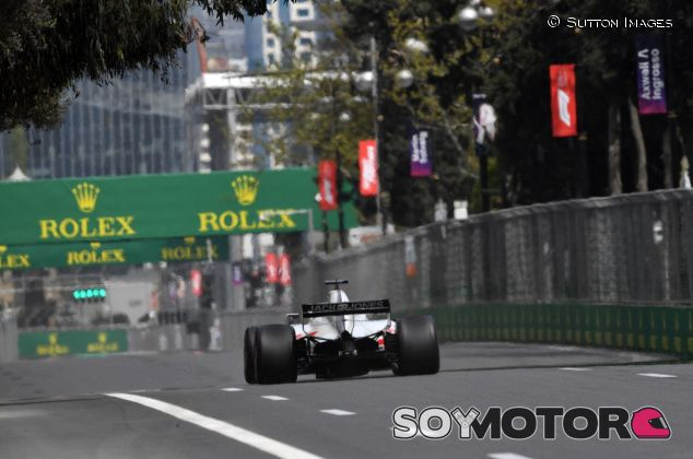 Romain Grosjean, en plena recta de Bakú – SoyMotor.com