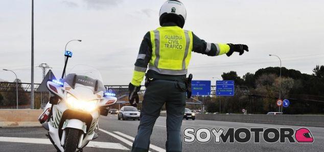Los rápidos reflejos de este guardia civil le salvan la vida en la M-607 - SoyMotor.com