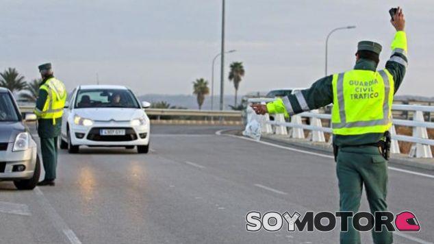 Huye de la Guardia Civil tras conducir en sentido contrario - SoyMotor.com