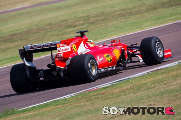 Gutiérrez con el coche 2015 adaptado y los neumáticos Pirelli de 2017 en un test en Fiorano - SoyMotor