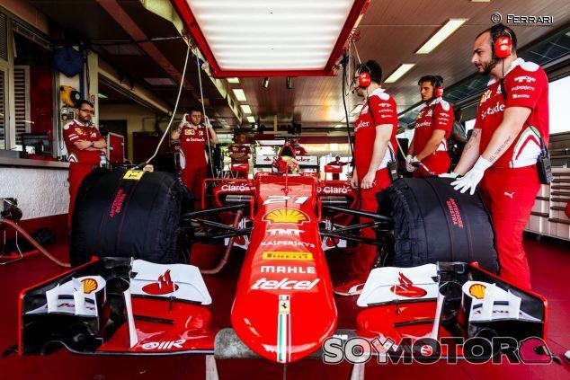 Esteban Gutiérrez prueba los Pirelli de 2017 - LaF1