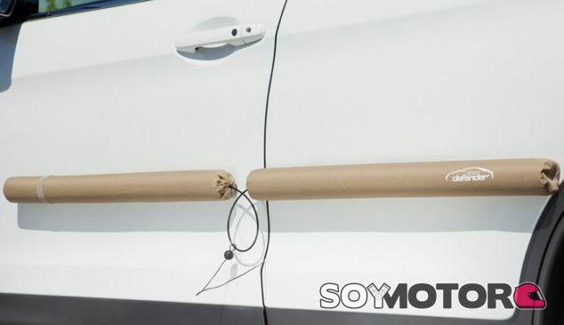 Los Doordefender instalados en las puertas de un vehículo - SoyMotor