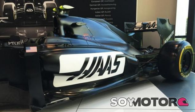 Coche de exhibición de Haas F1 - Laf1