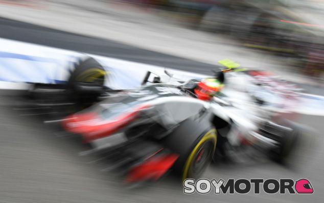 Haas arranca el motor Ferrari de su coche para 2017 - SoyMotor