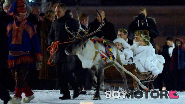 Mika Häkkinen y su esposa, con sus hijos en un trineo guiado por Bottas - SoyMotor