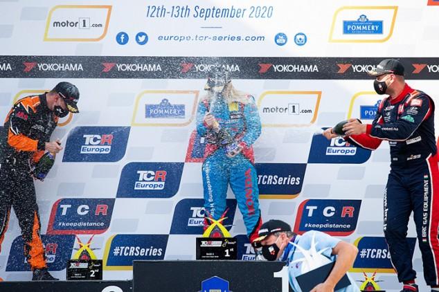Michelle Halder hace historia: primera mujer que gana en las TCR Europe - SoyMotor.com