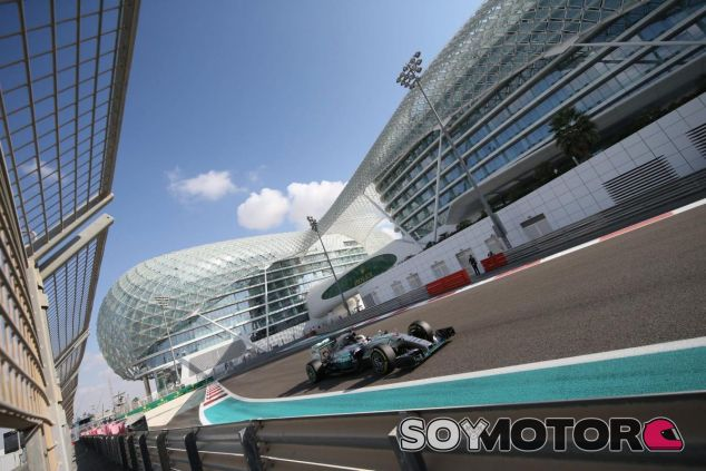 Hamilton tuvo un día normal en Abu Dabi, y eso que acabó por detrás de Rosberg - LaF1
