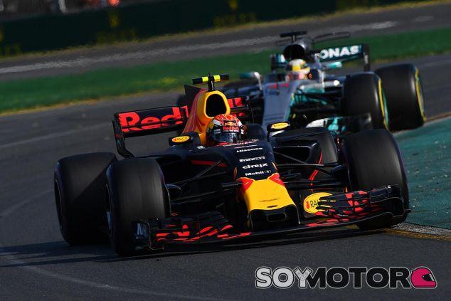 Hamilton persigue sin éxito a Verstappen en Australia - SoyMotor