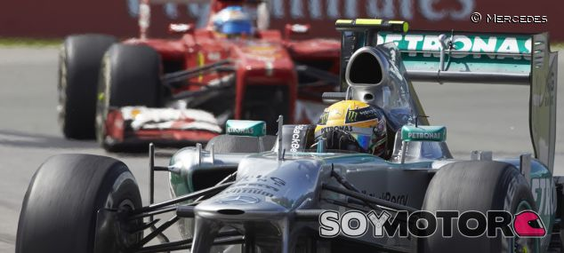 Lewis Hamilton, seguido de Fernando Alonso en el GP de Canadá 2013