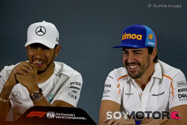 Hamilton recomienda a Alonso para el Red Bull de Gasly - SoyMotor.com