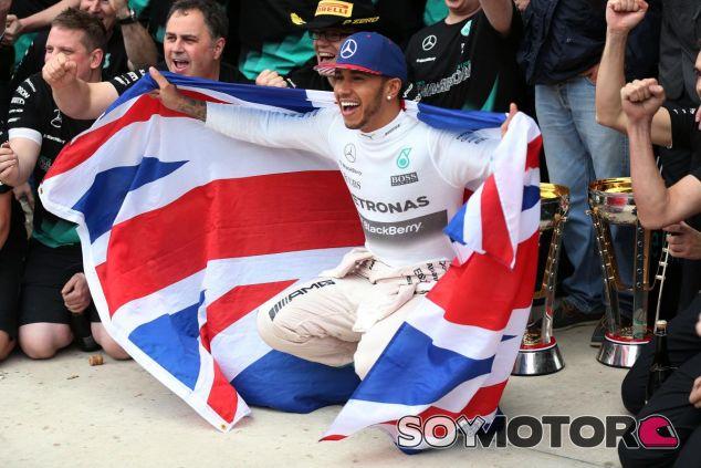 Lewis Hamilton bajó el rendimiento al proclamarse tricampeón - LaF1