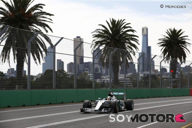 En Australia solo se vio un color, el plateado de Mercedes - LaF1