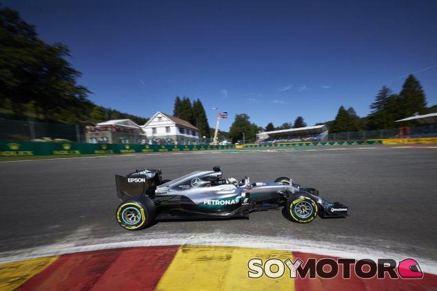 Hamilton espera poder mantener a Mercedes en la cima de la F1 - SoyMotor