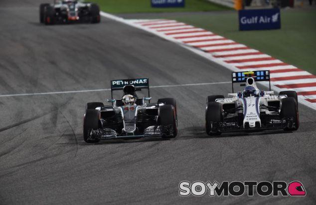 Hamilton y Bottas en el GP de Baréin - SoyMotor