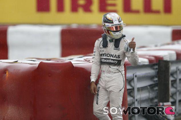 Lewis Hamilton, tras accidentarse en Montreal - LaF1