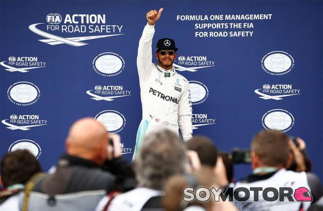 Hamilton logra la primera Pole de la temporada - LaF1