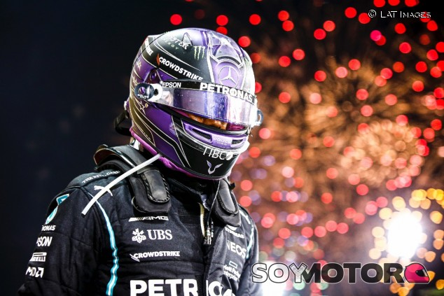 Hamilton celebra su victoria en Baréin - SoyMotor.com