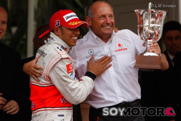 Briatore avisó a Alonso de que Hamilton sería el protegido de Dennis - SoyMotor.com