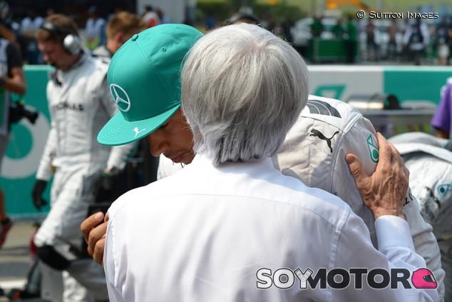 """Ecclestone, a Hamilton: """"Tienes suerte de que no haya recibido una educación adecuada"""" - SoyMotor.com"""