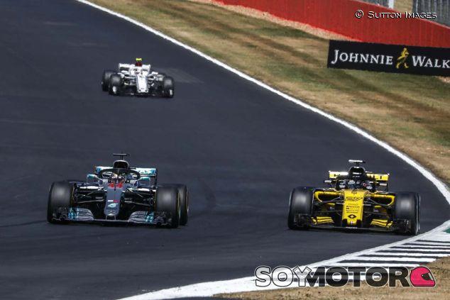 Lewis Hamilton y Nico Hülkenberg, en Silverstone - SoyMotor.com