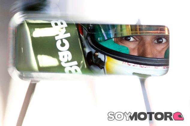 Lewis Hamilton en su W05 - LaF1