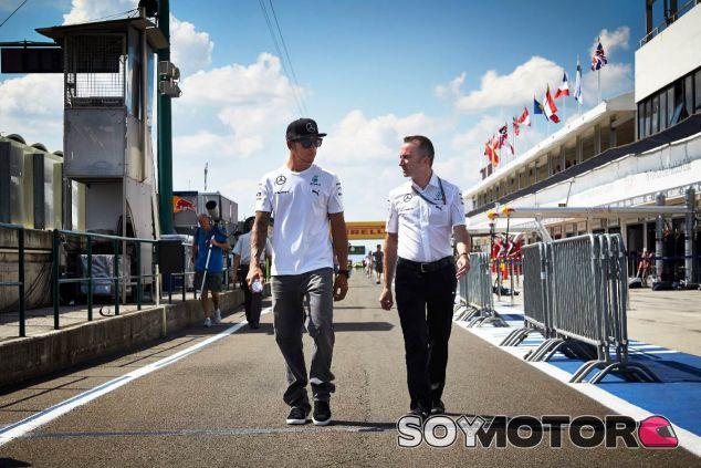 Lewis Hamilton y Paddy Lowe en Hungría - LaF1