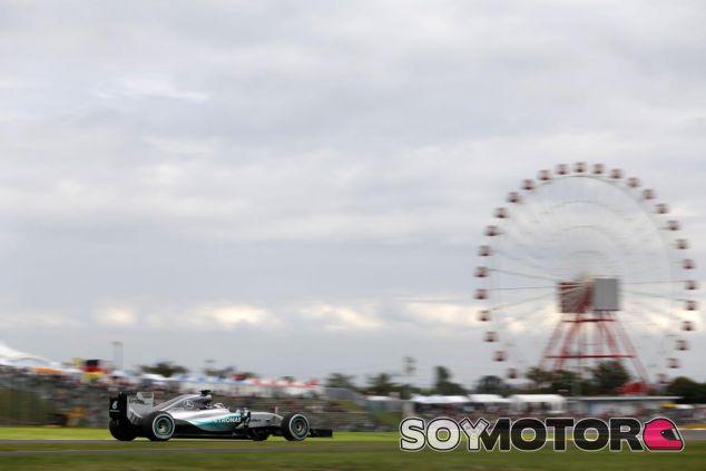 Hamilton venció en Japón, pero las cámaras no le enfocaron mucho - LaF1