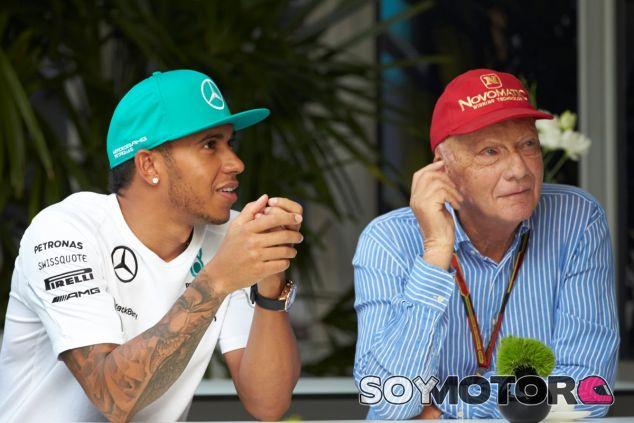 Lewis Hamilton y Niki Lauda - LaF1