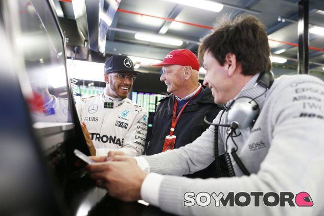 Hamilton tiene el mundial patas arriba - LaF1