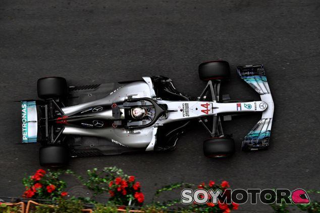 Lewis Hamilton en Bakú - SoyMotor.com