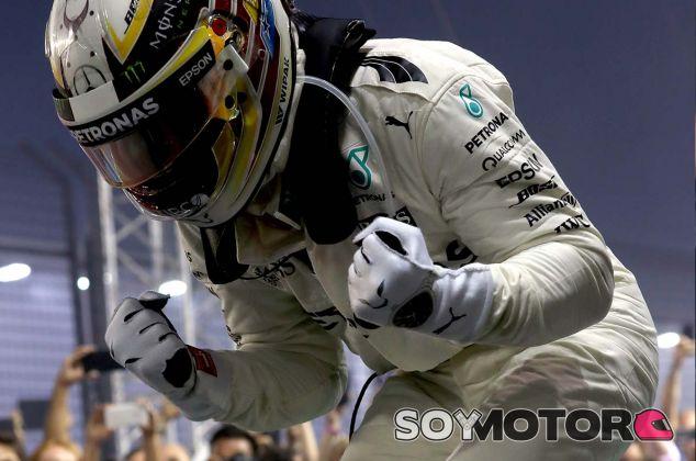 Lewis Hamilton celebra su victoria en Marina Bay - SoyMotor.com