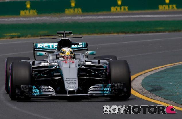 Lewis Hamilton encabeza los Libres 1 - SoyMotor