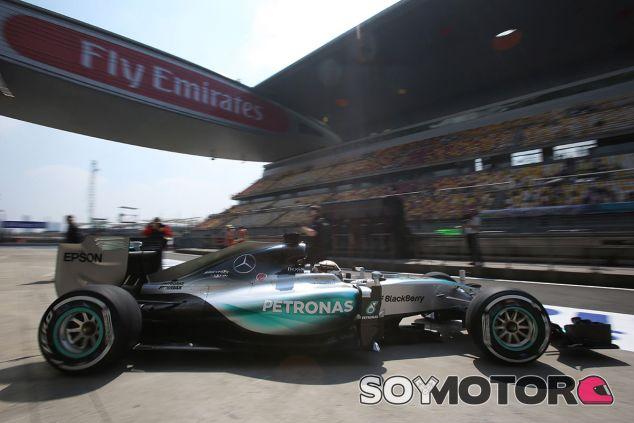 Lewis Hamilton, con medio segundo de ventaja sobre Nico Rosberg - LaF1