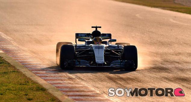 Lewis Hamilton, hoy en Barcelona - SoyMotor